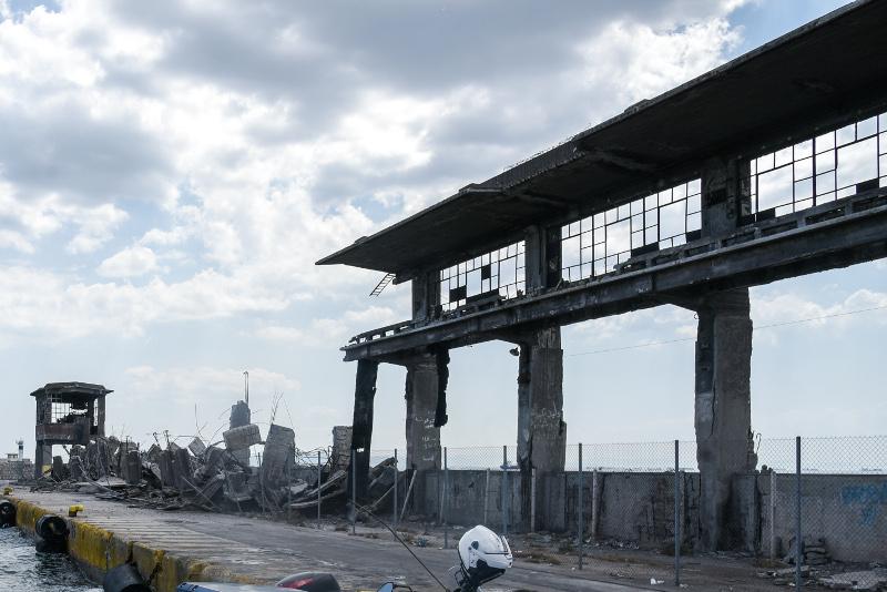 Κατέρρευσε τμήμα του ταινιοδρόμου από τον σεισμό στο λιμάνι του Πειραιά