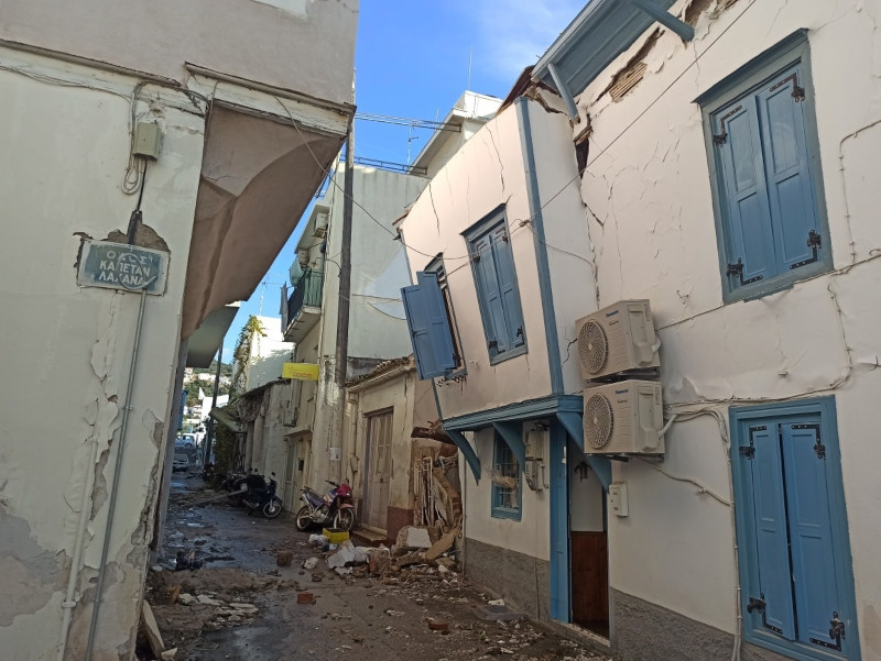 Ζημιές σε κτίριο στην Σάμο.