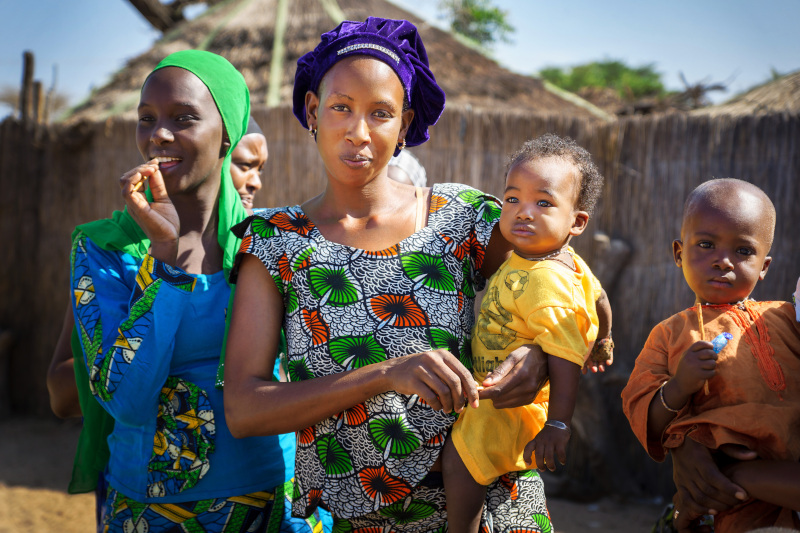 γυναίκες και παιδιά στη Σενεγάλη