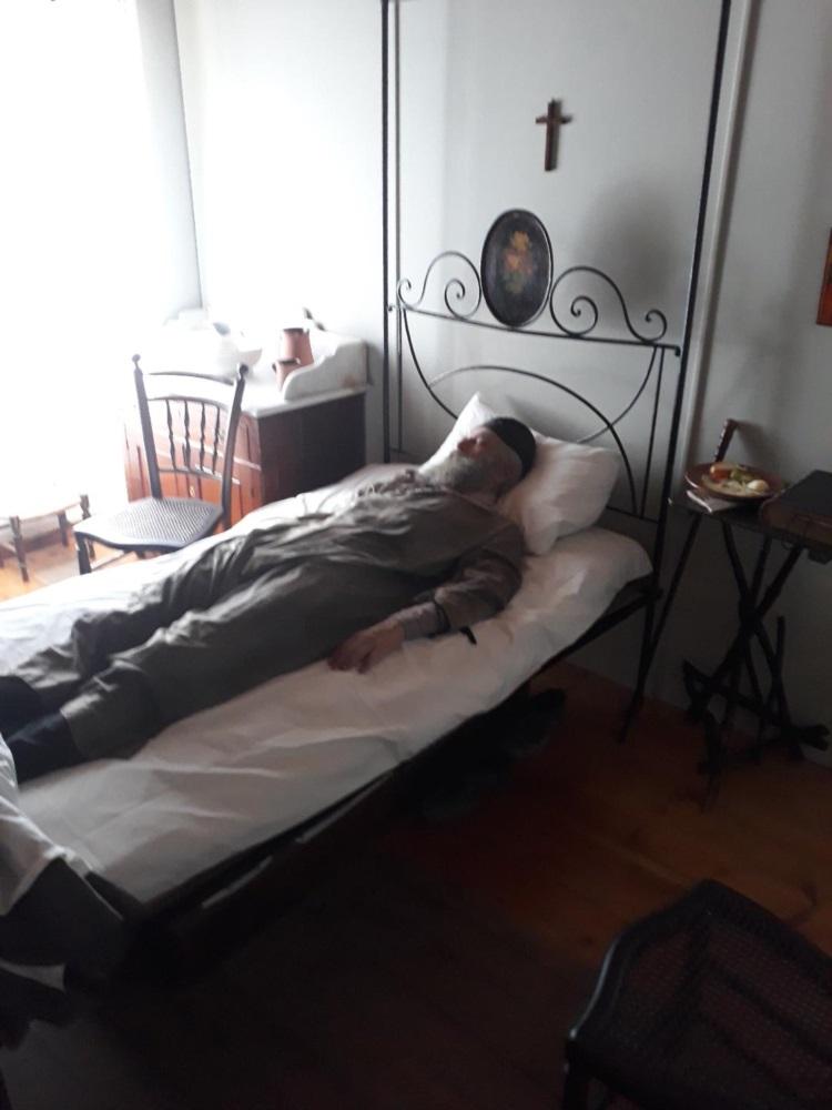 Ο Αρης Σερβετάλης ως Αγιος Νεκτάριος