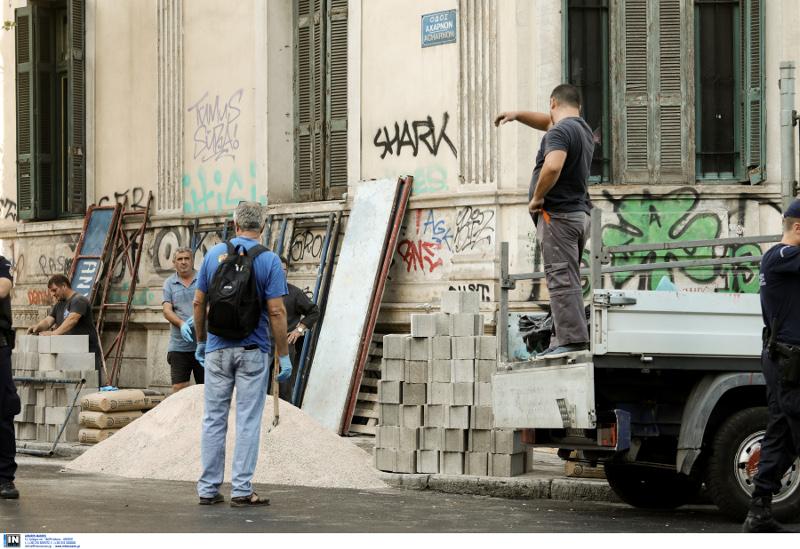 Σγραγίσαν και τις εισόδους και τα παράθυρα των πρώην καταλήψεων