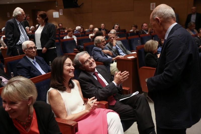 Ο Κώστας Σημίτης χαιρετά την Αννα Διαμαντοπούλου και τον Ρομάνο Πρόντι