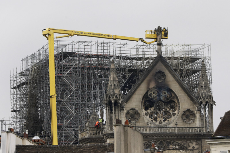 Τα συνεργεία βρίσκονται ήδη στα κατεστραμμένο από την φωτιά ναό