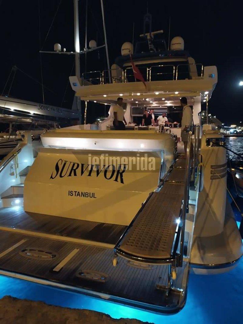 Πολυτελές σκάφος με το όνομα Survivor