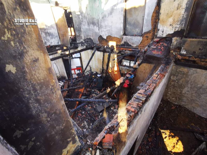 Το εσωτερικό του σπιτιού στην Αργολίδα μετά την πυρκαγιά -Φωτογραφία: argolikeseidhseis.gr