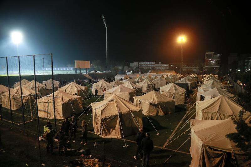 Σκηνές στην Αλβανία σε κεντρικά σημεία μετά τον σεισμό