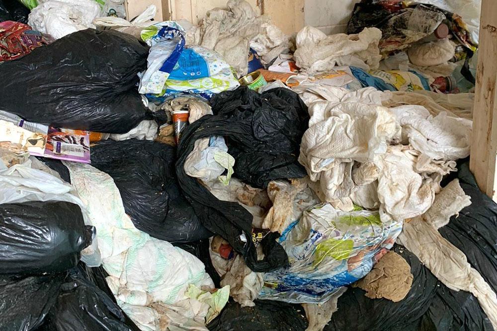 Η κατάσταση στο σπίτι της Σιλβί ήταν τραγική - Δεν μπορούσε να μετακινηθεί από δωμάτιο σε δωμάτιο εξαιτίας των σκουπιδιών