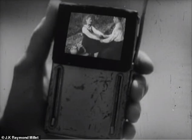 Οι συσκευές της ταινίας θυμίζουν πολύ τα σημερινά smartphones