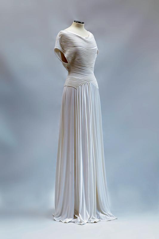 Ενα φόρεμα χαρακτηριστικό δείγμα της δουλειάς της Σοφίας Κοκοσαλάκη