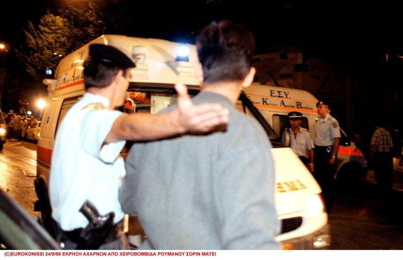 Ασθενοφόρα μεταφέρουν τραυματίες από την οδό Νιόβης