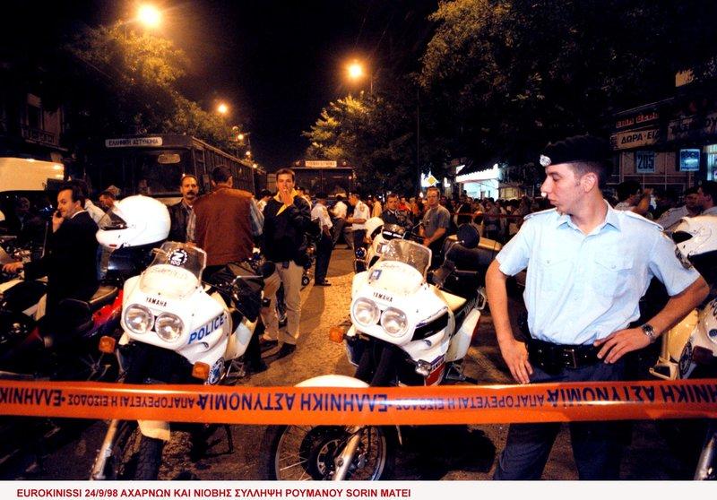 Αστυνομικοί στην επιχείρηση της ΕΛΑΣ στην οδό Νιόβης
