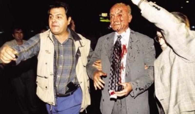 Από τα θραύσματα της χειροβομβίδας τραυματίστηκε ο υπαρχηγός της αστυνομίας και μετέπειτα αρχηγός αυτής, υποστράτηγος Ιωάννης Γεωργακόπουλος, ο οποίος διακομίστηκε στον Ερυθρό Σταυρό με σοβαρά τραύματα στο αριστερό μάτι