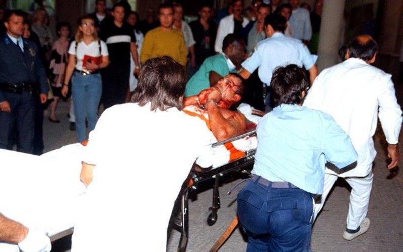 Ο Σορίν Ματέι μεταφέρεται στο ασθενοφόρο