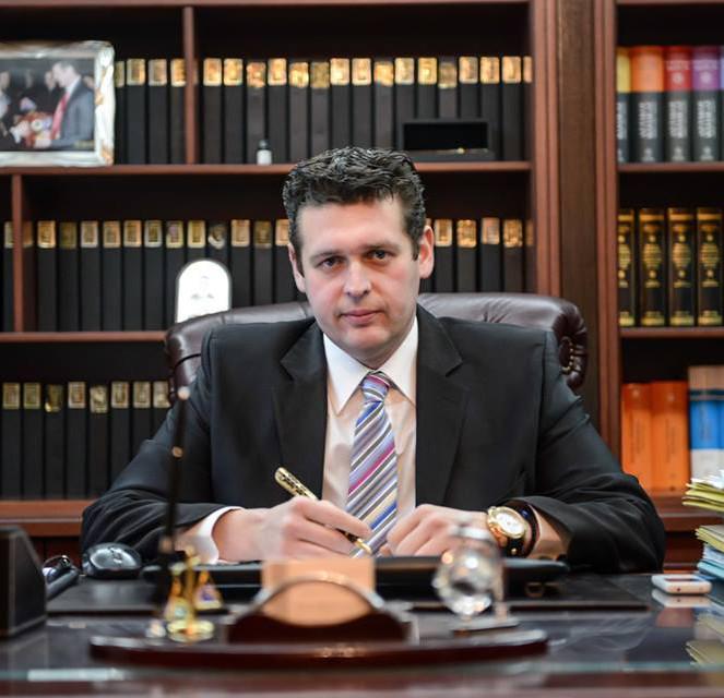 Ο δικηγόρος της οικογένειας