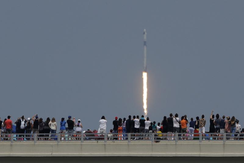 Κόσμος καταγράφει την εκτόξευση του πυραύλου της Space X