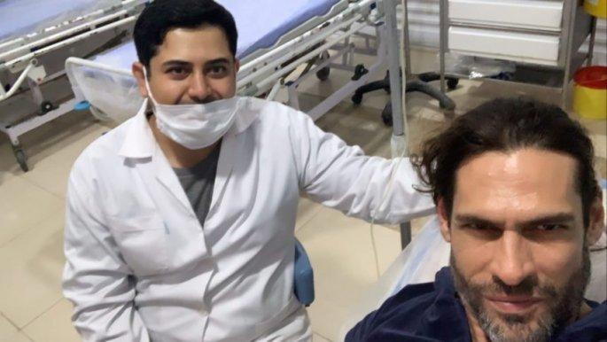 Ο Γιάννης Σπαλιάρας έβγαλε σέλφι με έναν από τους γιατρούς
