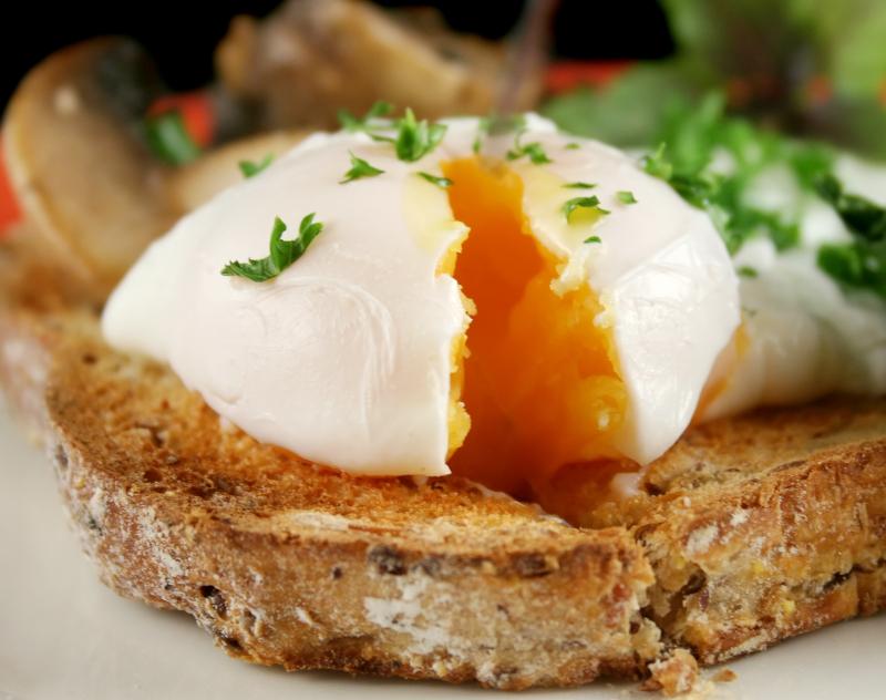 σπανάκι με ψωμί και αυγό
