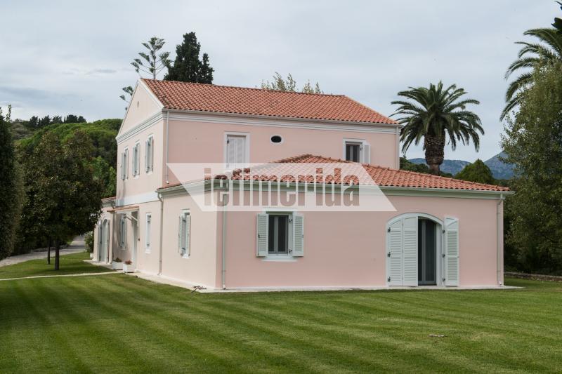 Το θρυλικό ροζ σπίτι του Ωνάση. Η οικογένεια Ριμπολόβλεφ το συντήρησε χωρίς να αλλάξει κανένα από τα βασικά χαρακτηριστικά του