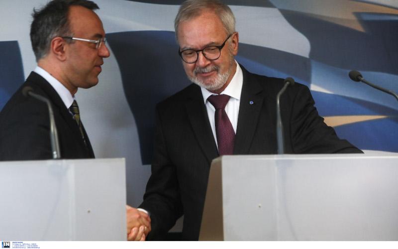Ο Χρήστος Σταϊκούρας με τον διοικητή της Ευρωπαϊκής Τράπεζας Επενδύσεων