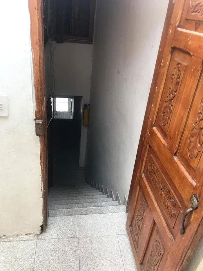 Απότομη σκάλα σπιτιού