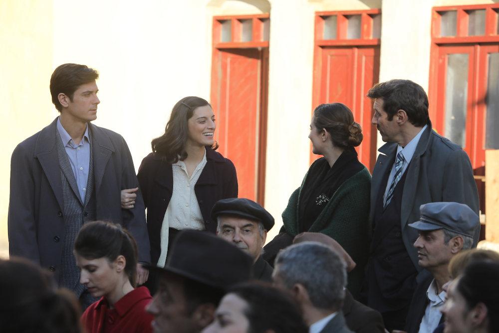 Στο μπουλούκι η Λενιώ εμφανίζεται συνοδευόμενη από τον Κυπραίο