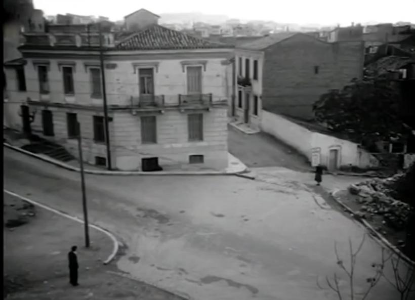 Αριστερά η Καλλιδρομίου, ο Φούντας στην Ιουστινιανού, η Μελίνα Μερκούρη στην Δελιγιάννη και Οικονόμου, όπου ήταν το ταβερνάκι που εμφανίζονταν