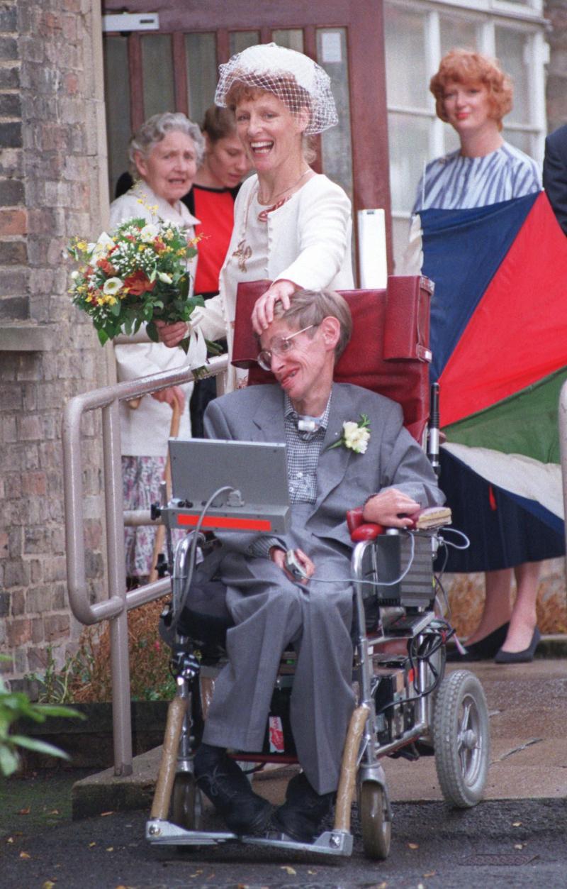Ο Stephen Hawking με τη δεύτερη σύζυγό του, Eileen, που ήταν η νοσοκόμα του