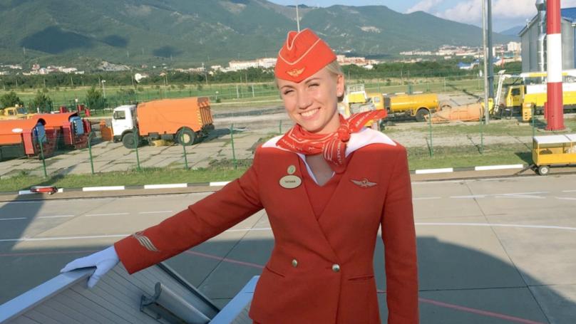 Η  34χρονη αεροσυνοδός Τατιάνα Καζάτκινα, που αποκαλούν «ηρωίδα» τα ρωσικά ΜΜΕ.
