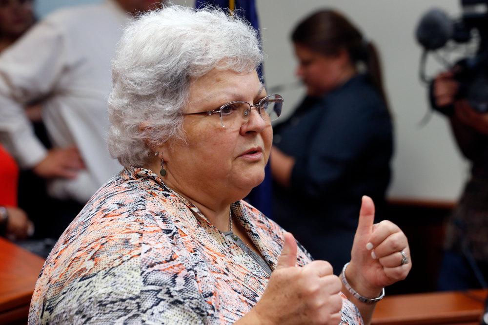 Η μητέρα του θύματος, Σούζαν Μπρο, στο δικαστήριο που επέβαλε πρωτόδικα την ισόβια κάθειρξη στον Φιλντς στα τέλη του Ιουλίου