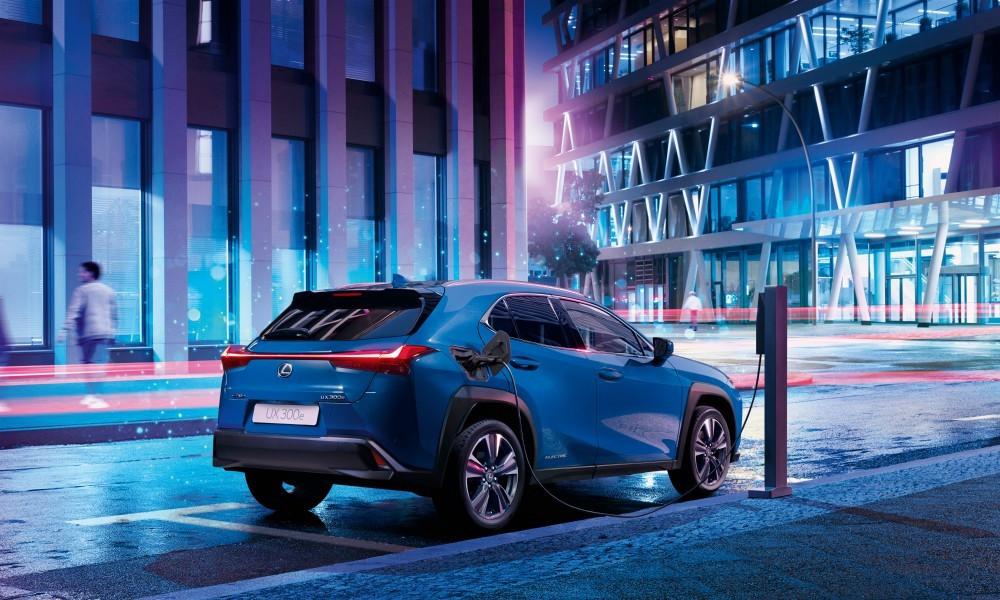 UX: To μικρότερο SUV της Lexus και σε ηλεκτρική έκδοση