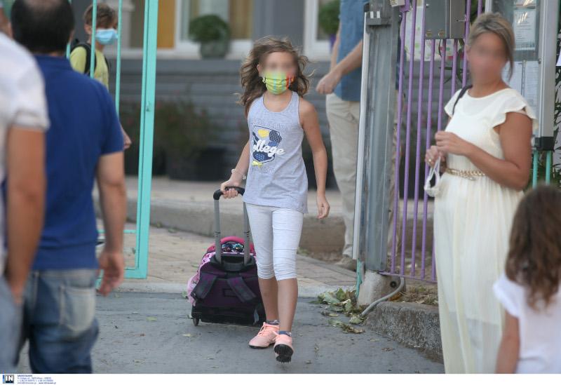 σχολεία μαθητές με μάσκα
