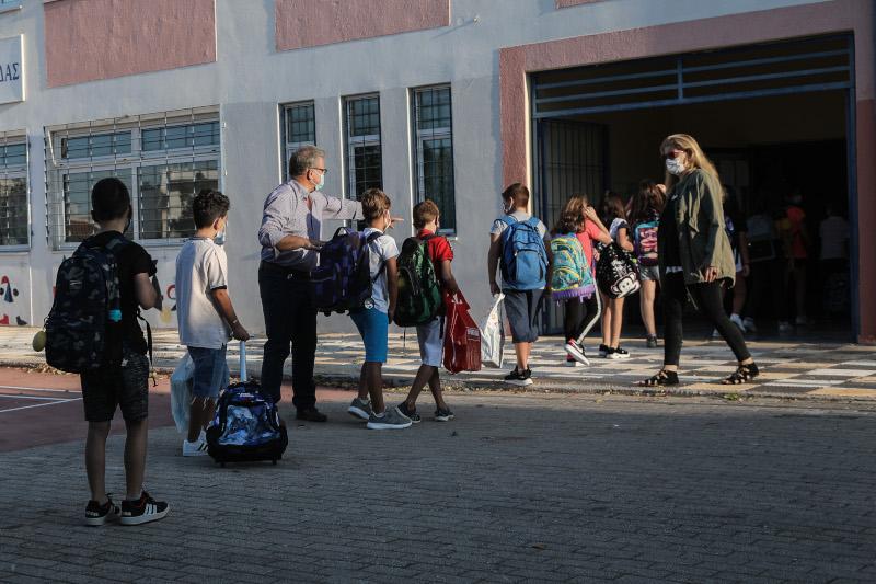 σχολεία μαθητές με μάσκα θερμική κάμερα