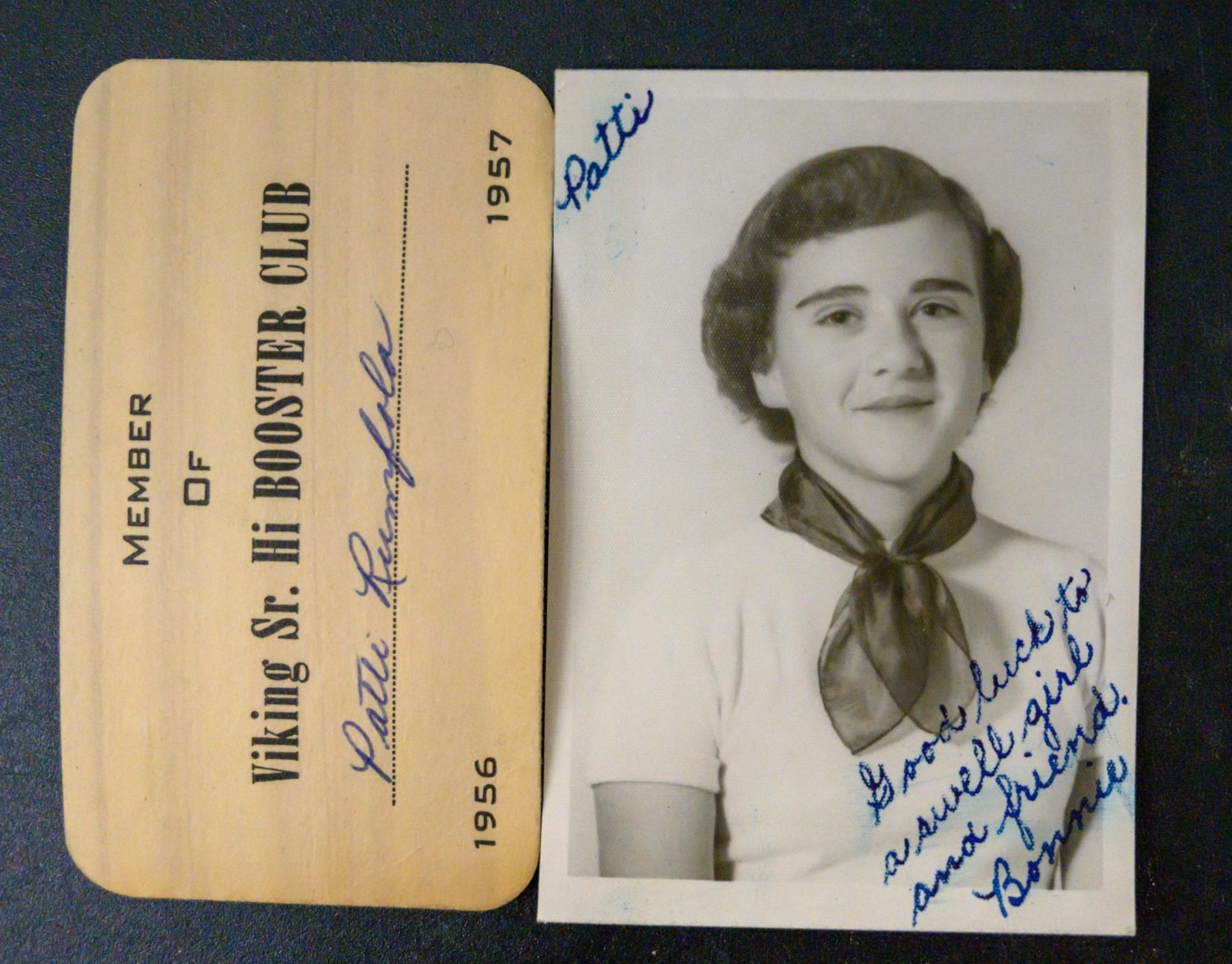 Η Μπόνι, φίλη της Πάτι, σε μια φωτογραφία που βρέθηκε στην τσάντα της τελευταίας έπειτα από 6 δεκαετίες