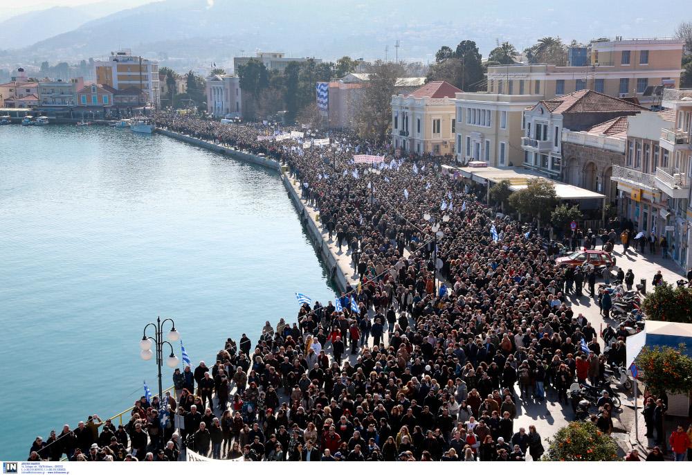 Πλήθος κόσμου στο λιμάνι της Λέσβου