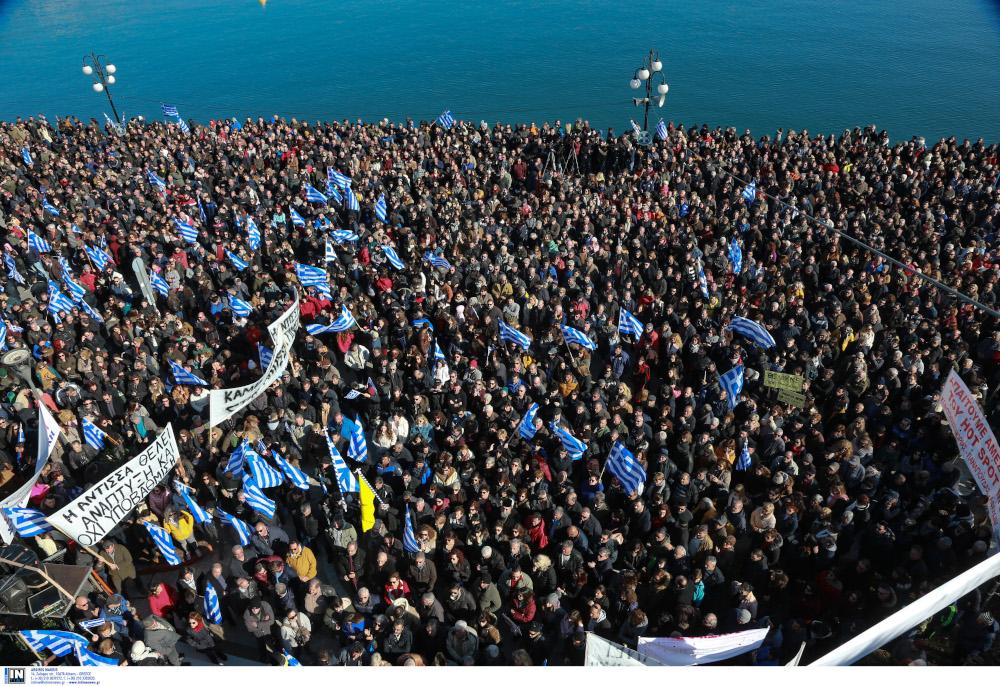 Βούλιαξε από κόσμο η προκυμαία της Μυτιλήνης