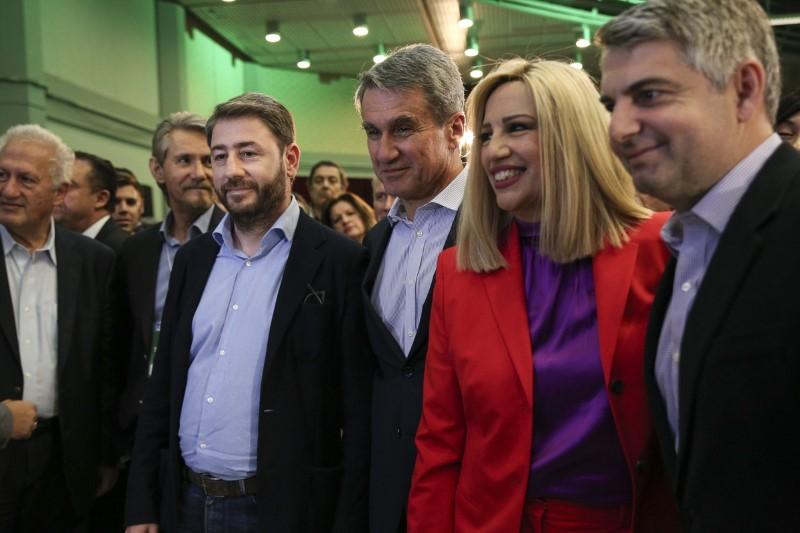 Από αριστερά: Κ. Σκανδαλίδης, Ν. Σαλαγιάννης, Ν. Ανδρουλάκης, Α. Λοβέρδος, Φώφη Γεννηματά, Οδ. Κωνσταντινόπουλος