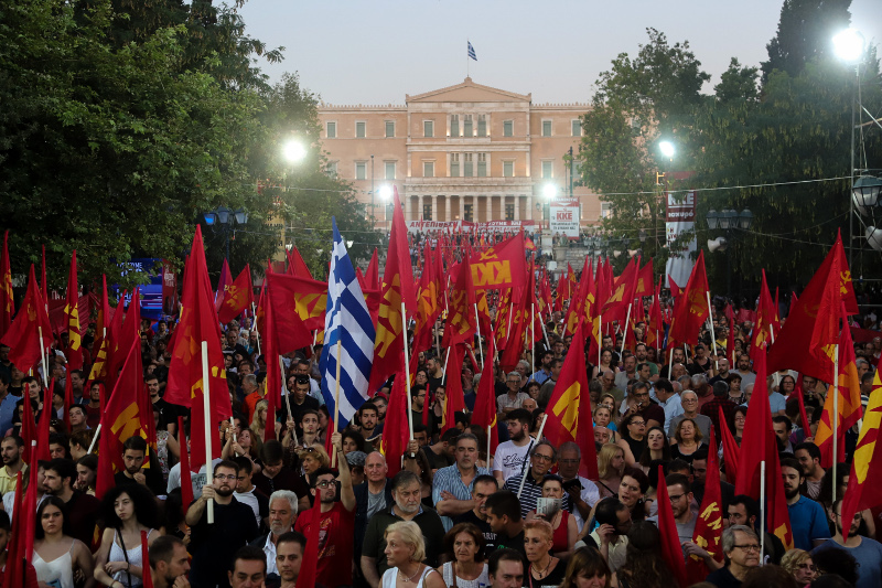 Οι πολίτες στην πλατεία Συντάγματος / Φωτογραφία: EUROKINISSI