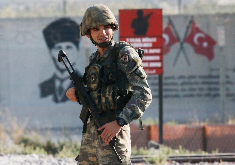 Τούρκος στρατιώτης στα σύνορα με Συρία