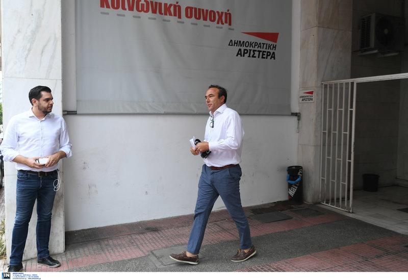 Ο Πέτρος Κόκκαλης αποχωρεί από τα γραφεία της ΔΗΜΑΡ