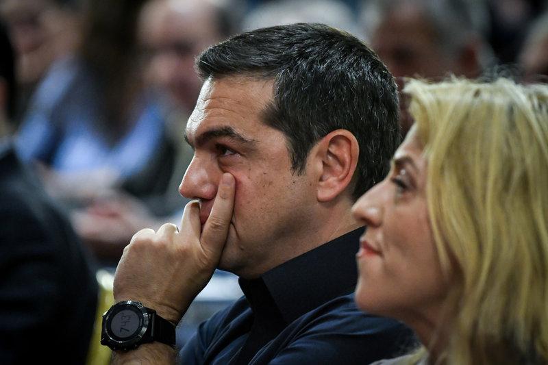 Αλέξης Τσίπρας και Ρένα Δούρου εμφανώς προβληματισμένοι