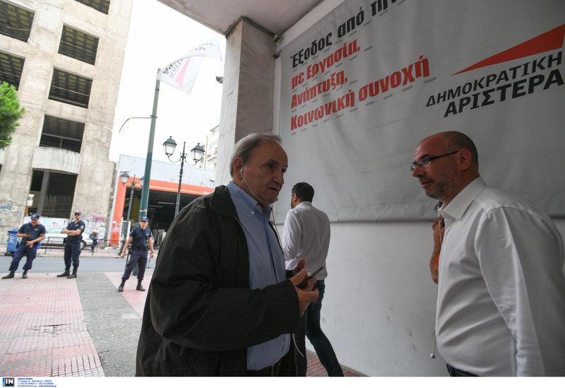 Ο Στέφανος Τζουμάκας προσέρχεται στα γραφεία της ΔΗΜΑΡ
