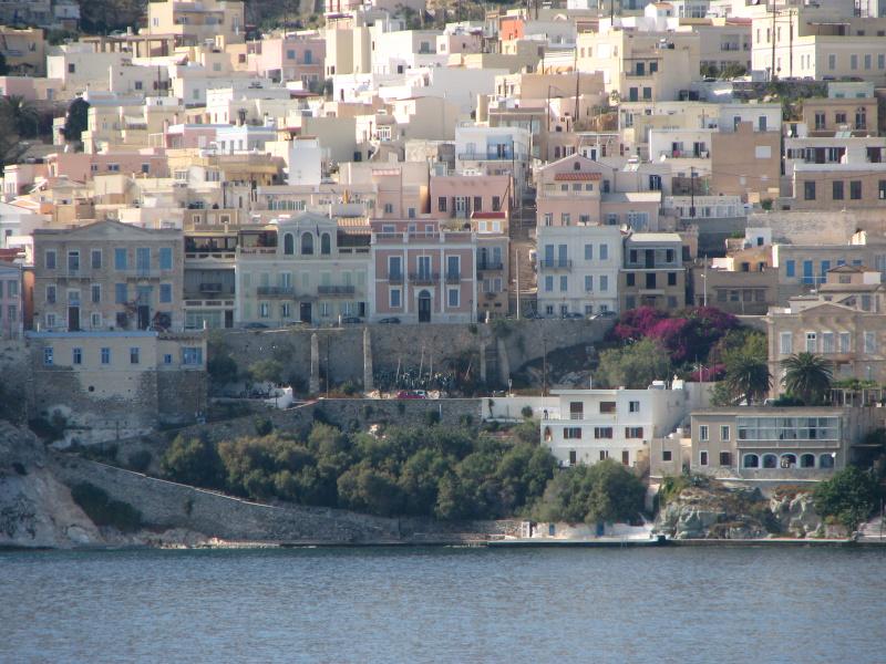 Άποψη της Ερμούπολης από το πλοίο