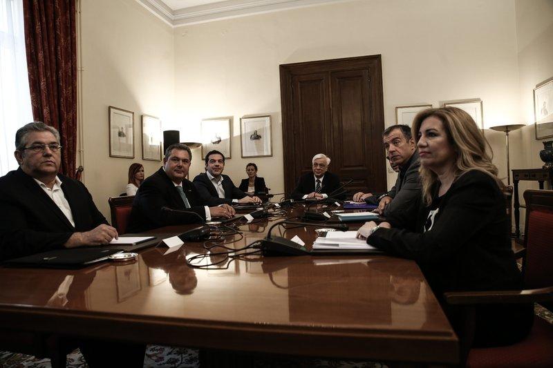 Η δραματική σύσκεψη των πολιτικών αρχηγών την επομένη του δημοψηφίσματος