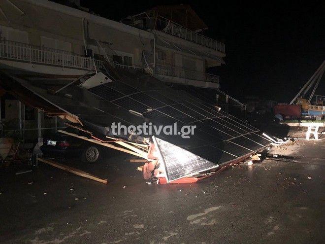 Η οροφή που καταπλάκωσε την 54χρονη και τον 8χρονο γιο της