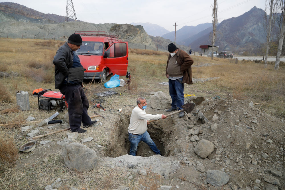 Εκταφή θύματος στο Ναγκόρνο Καραμπάχ που επαναπατρίζεται από τους Αρμένιους συγγενείς του
