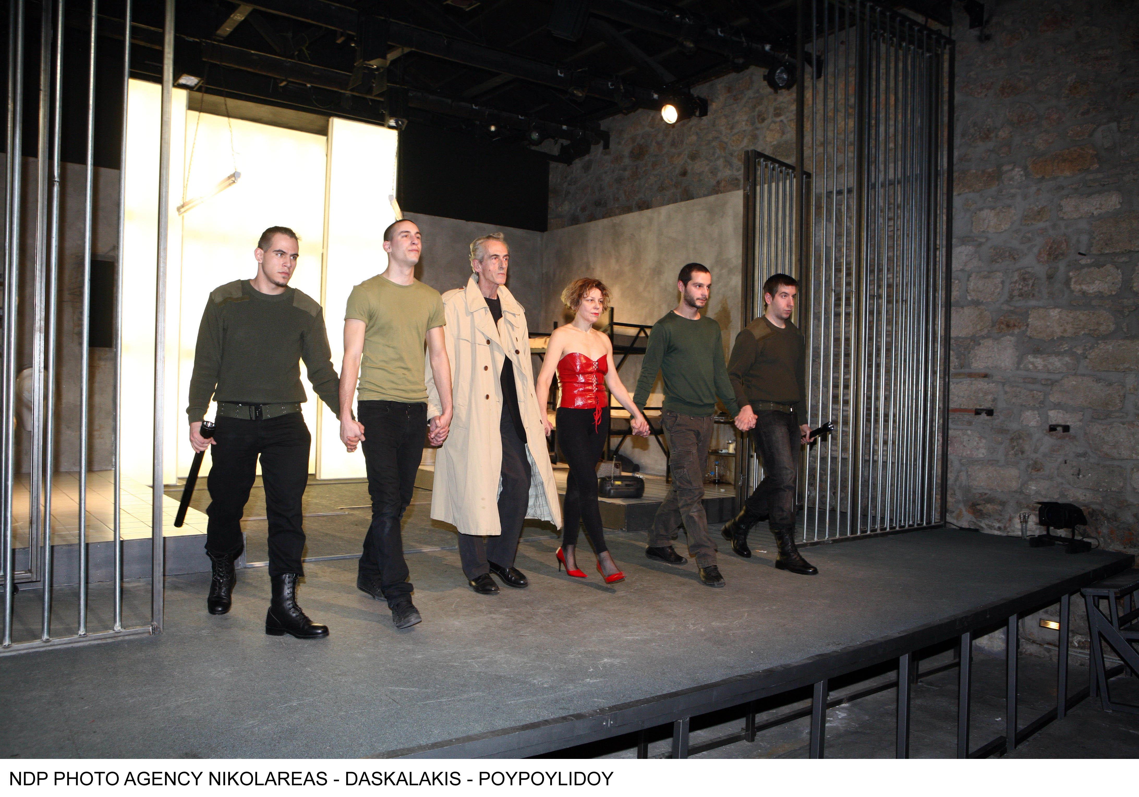 "O Τάκης Μοσχος στην πρεμιέρα της σειρά «Το 99%""» του Άρη Δαβαράκη στο θέατρο Χυτήριο το 2008."