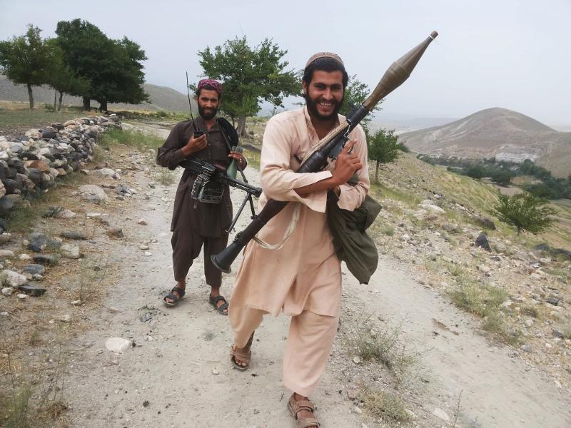 Ο διοικητής Ζαρκάουι (κατά κόσμον Ζάμπετ Καν) με έναν εκτοξευτή ρουκετών στα χέρια, στο ανατολικό Αφγανιστάν.