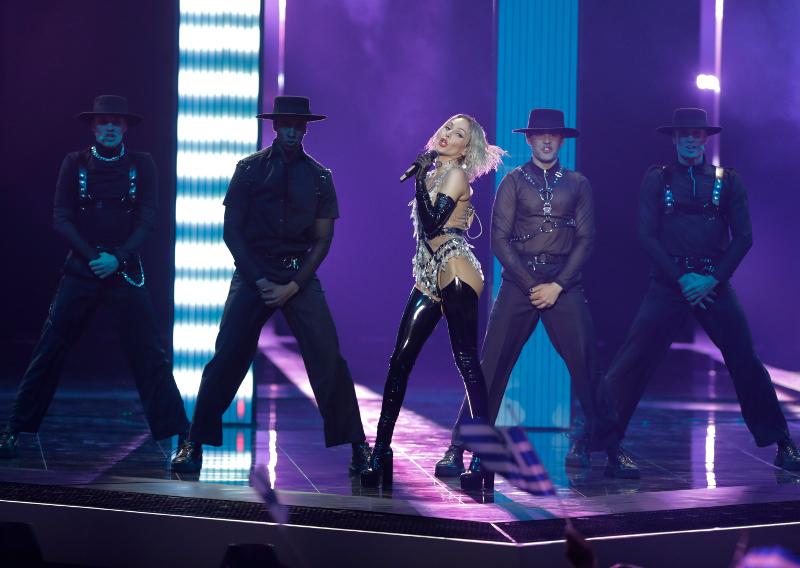 Η Τάμτα τραγουδά στη σκηνή της Eurovision
