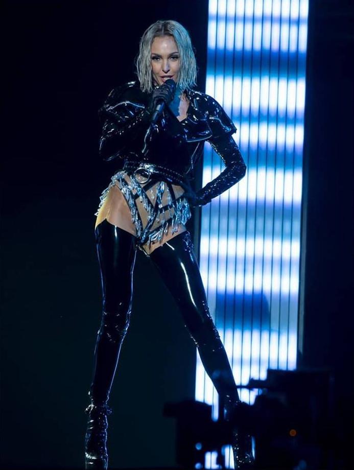 Η Τάμτα με το διάφανο κορμάκι της στη σκηνή της Eurovision 2019.