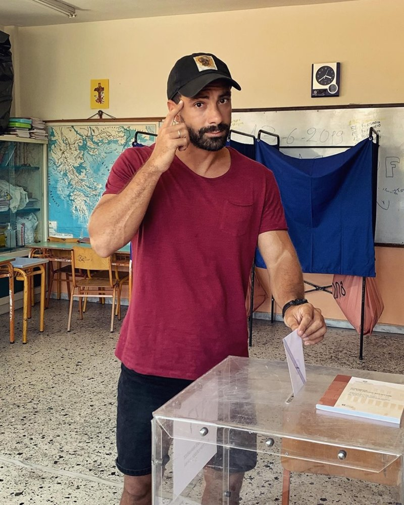 Ο Σάκης Τανιμανίδης ψηφίζει